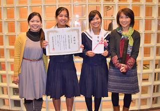 「生物多様性アクション大賞2014」の授賞式で優秀賞に輝いた伊原間中学校の皆さん