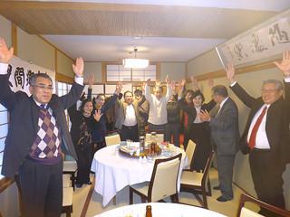 近畿波照間郷友会の新年会に参加した人たち=3日、大阪京橋の中華料理店
