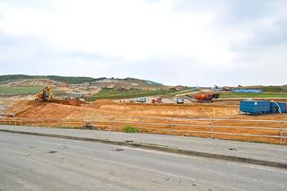 自衛隊基地の敷地造成工事が進められている南牧場=2014年12月25日