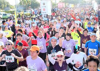過去最多の4723人が参加して開催された第13回石垣島マラソン=25日午前、市中央運動公園陸上競技場