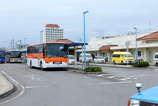 石垣市がカリー社に対して新規バス停設置を許可した石垣港離島ターミナル=4日午後、同ターミナル構内