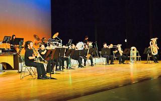 第3回定期演奏会で息の合った演奏を披露する石垣クラウンイーグルス=11日夕、市民会館大ホール