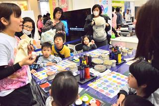 ワークショップなど多彩なイベントが行われた「沖縄まつりinサンシャインシティ」=写真はいずれも8日、東京都豊島区