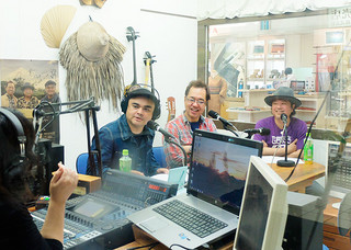 FMいしがきサンサンラジオの特別番組で「石垣島結うたコンテスト」への参加を呼び掛けるBEGINの左から比嘉栄昇さん、上地等さん、島袋優さん=15日午前、ホテル日航八重山内