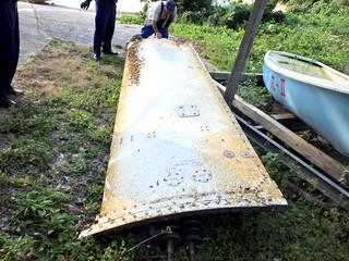 漁師が発見したH—ⅡAロケットの衛星フェアリングの一部(第11管区海上保安本部提供)
