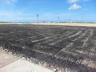多くの不発弾が地中に埋まっているとされる旧石垣空港。医療を守る郡民の会が磁気探査の早期実施の要請を決議した=2014年7月