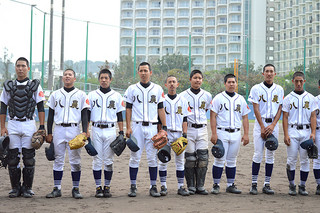 第62回県高校野球春季大会で2回戦進出を決めた八重農ナイン=22日午後、宜野湾市立野球場