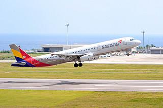 11月にも石垣路線へチャーター便を運航する可能性が高まったアシアナ航空=2013年3月7日南ぬ島石垣空港