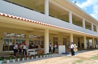 18日から授業が行われている船浦中学校の新校舎=19日午後、同校