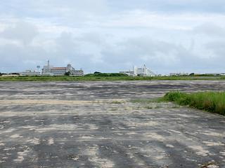 新県立八重山病院が建設される予定の旧石垣空港跡地。建設地以外でも磁気探査が行われることになった=27日午後、旧石垣空港跡地
