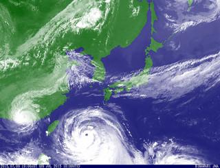 強い勢力を維持しながら北西へ進む台風9号。中心の目がはっきりしている=気象庁のホームページ気象衛星の画像より