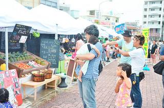 石垣港みなとまつり2015で試験的に実施した「やいま石垣・さんばしマーケット」の社会実験=20日午後