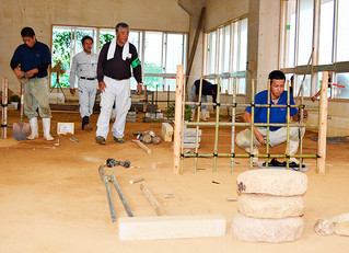 県職業能力開発協会が14日に開催した造園技能検定。アグリマイスター顕彰制度の得点対象となる=14日、八重山農林高校