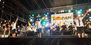 昨年開かれた「TsunDAMI(ツンダミ) ISLAND FESTIVAL」=2014年3月8日夜、南ぬ浜町(新港地区)