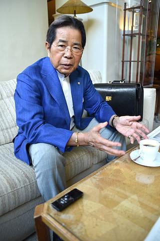 石垣島への出店について本紙のインタビューに答えるエーデルワイス沖縄の比屋根毅会長=12日午前、那覇市内のホテル