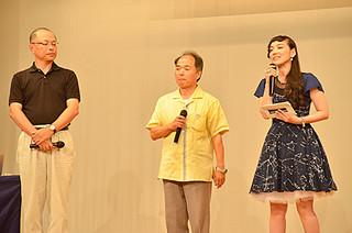 トークショー形式で行われた星まつり講演会。パネリストの篠原ともえさんと宮地竹史氏、林正彦氏(右から)=16日午後、ホテル日航八重山