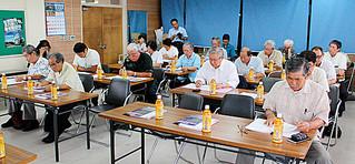 来年の石垣島まつりに合わせ2回目の全国やいまぴとぅ大会の開催を決めた同大会実行委総会=4日午後、市教育委員会2階会議室