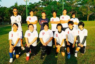 初めて第7回地域対抗女子サッカー大会に出場する八重山代表のメンバー=25日午後、サッカーパークあかんま(米盛佳織さん提供)