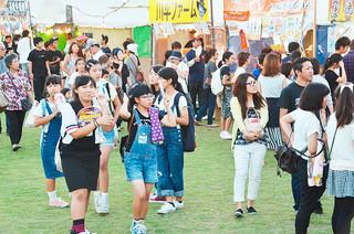 多くの人出でにぎわう第51回石垣島まつり=7日午後、新栄公園