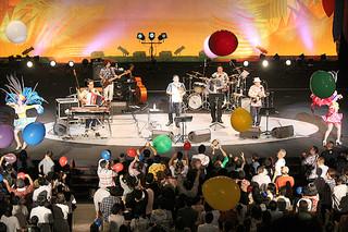 今年最後のコンサートで、25年間の感謝の気持ちを込めて歌うBEGIN=26日夕、沖縄コンベンションセンター劇場