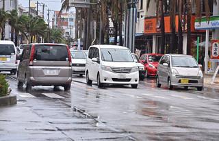 郡内の自家用車の台数が初めて4万台を突破した=5日午後、730交差点