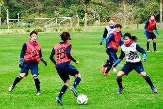 ゲーム形式の練習をするサッカー日本女子代表の川澄奈穂美選手⑦ら=24日午後、サッカーパークあかんま