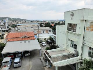 昨年9月の台風21号による停電で外部との連絡がとれなくなった町役場。今年の台風シーズンを前に非常用発電装置の導入の設備を進めている=2015年12月17日午後