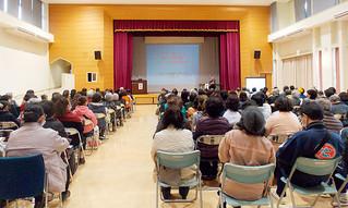大勢の人が集まった認知症市民フォーラム=23日午後、石垣市健康福祉センター(認知症の人を支える市民の会・うつぐみの会提供)
