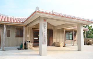 老朽化で自動分割分包機に不具合が生じている竹富診療所=18日午前