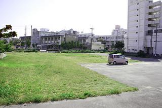 沖縄銀行が所有する八重山署跡地。八重山支店の移転に向けた作業が進んでいる=11日午前