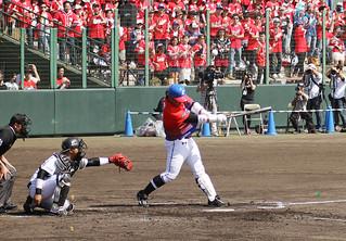 3200人の観客が詰めかけた千葉ロッテとラミゴモンキーズの交流戦=13日午後、石垣市中央運動公園野球場