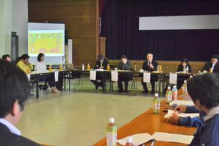 「イリオモテヤマネコ保護増殖10ケ年実施計画」の内容などが説明された検討委員会=22日午後、町離島振興総合センター