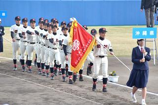 文部科学大臣杯第7回全日本少年春季軟式野球大会の開会式で堂々と入場行進する石垣中学校野球部=25日午後、静岡市の草薙総合運動場硬式野球場