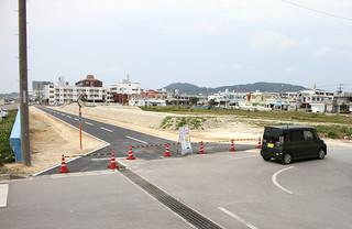4日から開通する新栄町船揚場埋め立て地内の道路=1日午後、新栄町