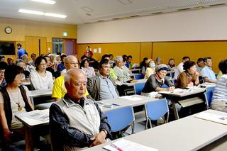 多くの市民ら参加した石垣島への自衛隊配備を止める住民の会の東京行動報告会=9日夜、市健康福祉センター