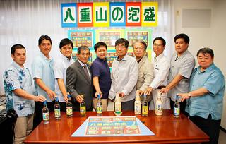 PR活動を目的に八重山酒造協議会を設立した泡盛メーカー10社の代表ら=19日夕、石垣税務署内