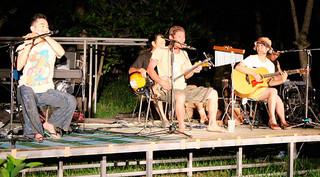 多彩なミュージシャンが出演しにぎわった「第19回まーちゃんバンドの島おこしライブin西表島」=5日夜、干立