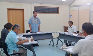 給付型の奨学金制度の創設について意見を交わした竹富町総合教育会議=16日午前、町役場委員会室