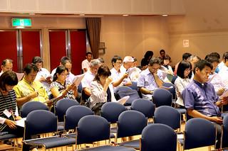 市内の学校長や教諭らが参加して開催された2016年度の石垣市学力向上推進委員会=19日午後、市民会館中ホール