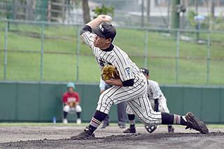 一回表、三者三振の好投をみせる平良海馬投手=北谷公園野球場