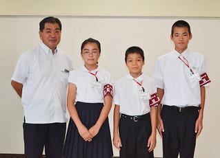 豆記者団の体験を報告した右から入嵩西君、結城君、吉村さん=12日午後、八重山事務所