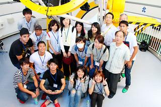 琉球大学と国立天文台が連携した「観測実習」に参加した学生ら=29日夕方、石垣島天文台