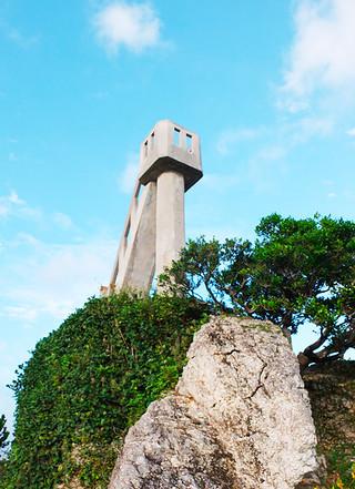 老朽化で危険性があるとして階段が閉鎖された「なごみの塔」=21日