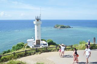 「恋する灯台」に認定された平久保崎灯台=7月14日午後