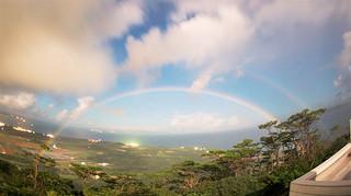 天文台の花山秀和研究員が撮影した「月虹」。アーチ状の月虹が二重に見える=16日午後8時50分ごろ(石垣島天文台提供)