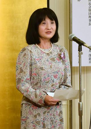 第14回「パピルス賞」授賞式のあいさつで喜びを語る安本さん=1日、千代田区の如水会館