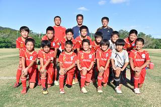 2016おきぎんJカップ第39回県ジュニアサッカー(U-12)大会八重山地区大会で優勝した新川ドルフィンズ=12日午後、サッカーパークあかんま