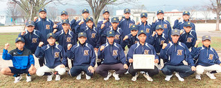 九州大会1回戦を勝利し全国大会出場を決めた石垣第二中野球部=19日午後、みやき町中原公園野球場(同野球部父母会提供)