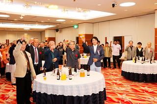 リオ五輪日本代表の新城幸也選手も出席した八重山自転車連盟の創立30周年記念祝賀会=23日夜、市内ホテル