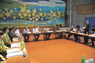 世界自然遺産登録に向けた取り組みで、西表島を含む各候補地の管理計画案などについて意見を交わした科学委員会琉球ワーキンググループの会合=2日午後、中野わいわいホール